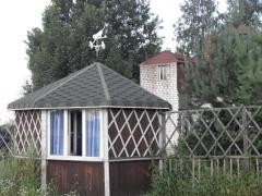 и стена старого дома